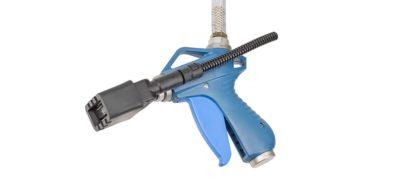 Die Ionenblasdüse Eltex R55 zur Entladung und Entstaubung von hochempfindliche Komponenten. Unterstützt mit Luftstrom für hohe Entladereichweite